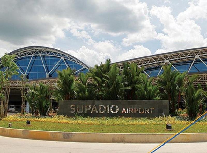 https: img.okeinfo.net content 2019 10 06 320 2113543 wajah-baru-bandara-supadio-yang-dihiasi-ornamen-dayak-bBNgLtWbZo.jpg
