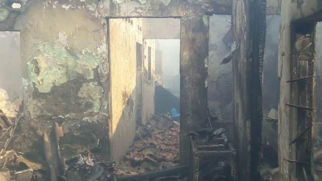 https: img.okeinfo.net content 2019 10 06 338 2113531 warga-korban-kebakaran-taman-sari-habis-semua-sisanya-baju-yang-saya-pakai-de6YpPgS8K.jpg