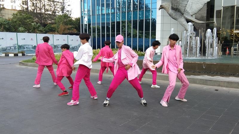 https: img.okeinfo.net content 2019 10 07 205 2113645 banyak-bibit-unggul-di-metube-k-pop-dance-cover-competition-h3NSZCeifm.jpg