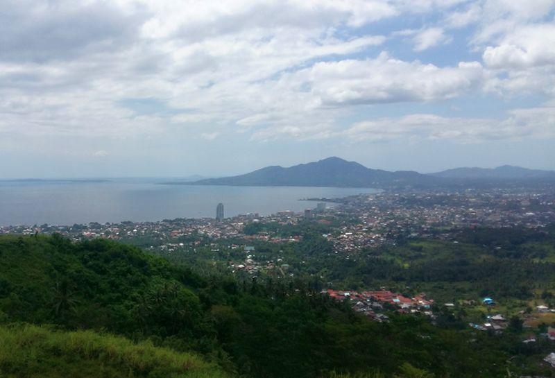 https: img.okeinfo.net content 2019 10 07 406 2113696 menikmati-keindahan-makatete-hills-wisata-rasa-bandung-di-sulawesi-utara-07IUwja9fH.jpg