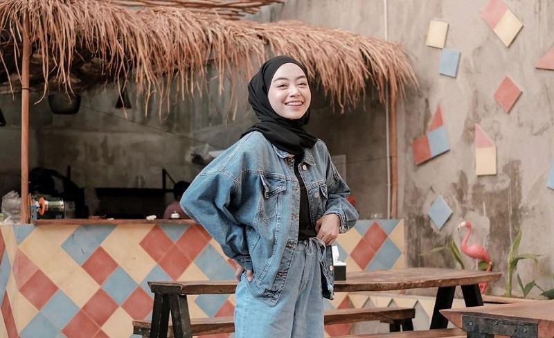 5 Ide Padu Padan Busana Hijab Street Style, Bikin Penampilan