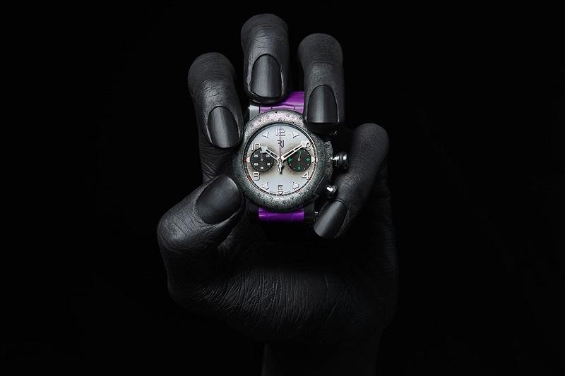https: img.okeinfo.net content 2019 10 09 194 2114950 jam-tangan-limited-edition-joker-dibanderol-rp222-juta-tertarik-beli-3zPooovzP3.jpg