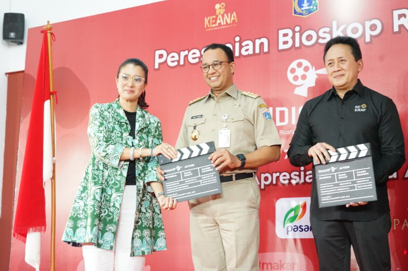 https: img.okeinfo.net content 2019 10 09 206 2114668 tonton-bioskop-rakyat-di-pasar-jaya-teluk-gong-y3M6fqYa9P.jpg