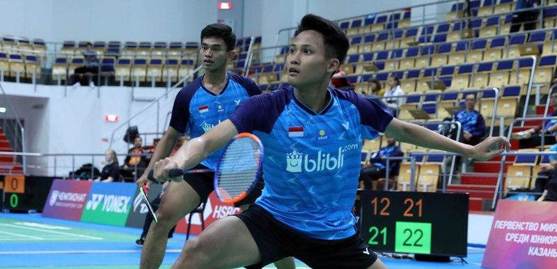 https: img.okeinfo.net content 2019 10 09 40 2114630 satu-ganda-putra-indonesia-terhenti-di-babak-kedua-kejuaraan-dunia-bulu-tangkis-junior-2019-uoBn8apQRl.jpg