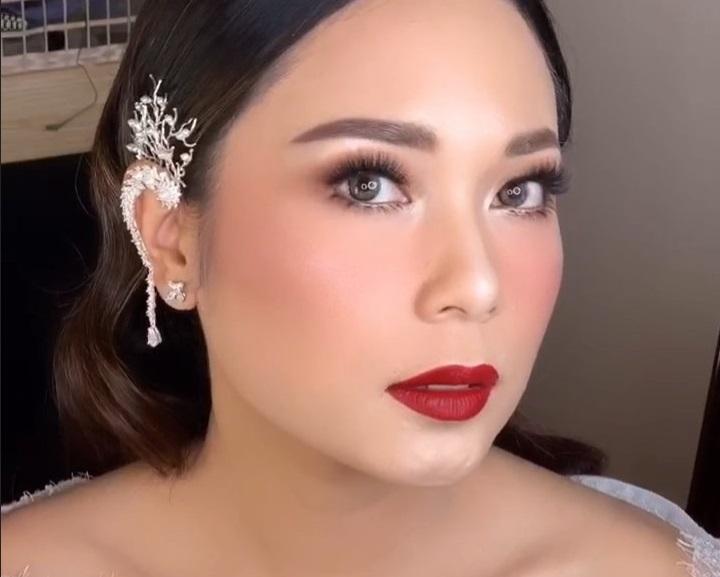 https: img.okeinfo.net content 2019 10 09 611 2114580 tampil-flawless-di-hari-pernikahan-makeup-ayla-dimitri-dipuji-netizen-B07YL9iXWx.jpg
