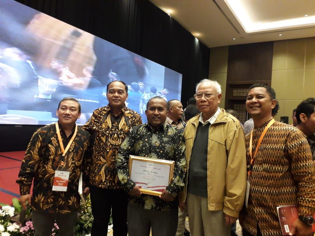 https: img.okeinfo.net content 2019 10 10 337 2115468 inews-tv-dan-mnc-trijaya-raih-penghargaan-kompetisi-media-piala-presiden-eSQfF3exsr.jpg