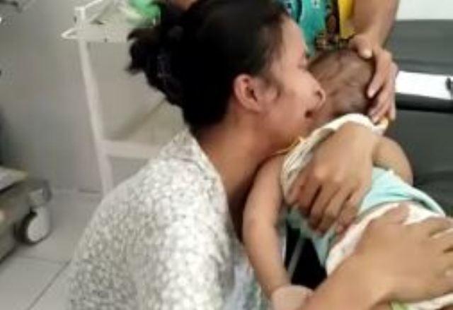 https: img.okeinfo.net content 2019 10 10 525 2114989 viral-ibu-menangis-histeris-ratapi-bayinya-yang-meninggal-tersengat-listrik-uYkZFqFvmX.JPG