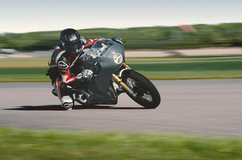 https: img.okeinfo.net content 2019 10 10 53 2115463 intip-modifikasi-bergaya-cafe-racer-pada-motor-royal-enfield-twins-dwBdri8T7V.jpg