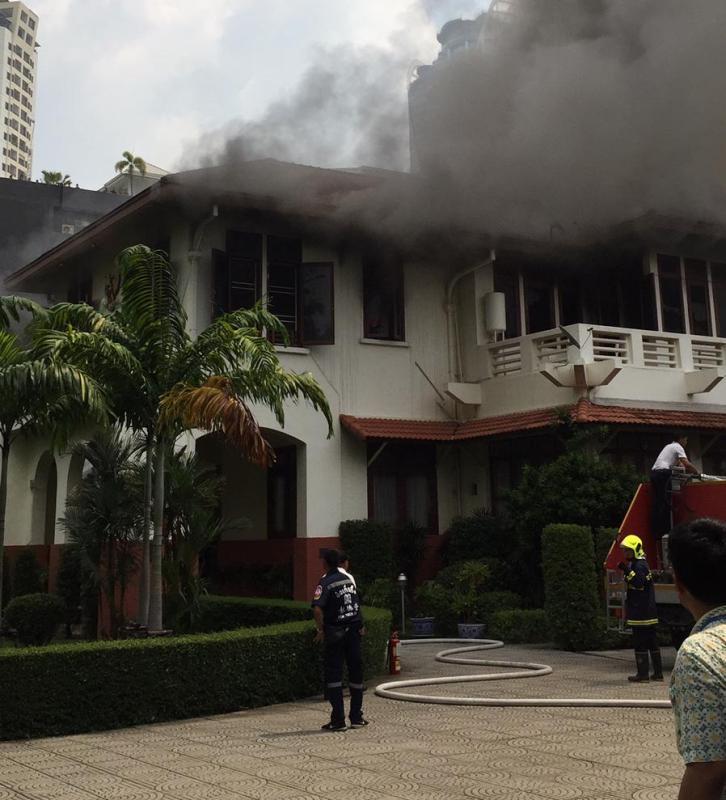 https: img.okeinfo.net content 2019 10 11 18 2115696 kebakaran-landa-kbri-bangkok-api-lalap-wisma-indonesia-l8qsLZ7L4N.jpeg