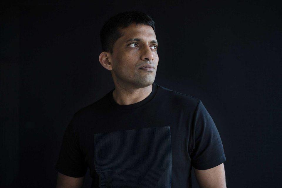 https: img.okeinfo.net content 2019 10 11 320 2115738 perkenalkan-byju-crazy-rich-dari-india-yang-lain-naik-daun-y4rfUAQZ9l.jpg