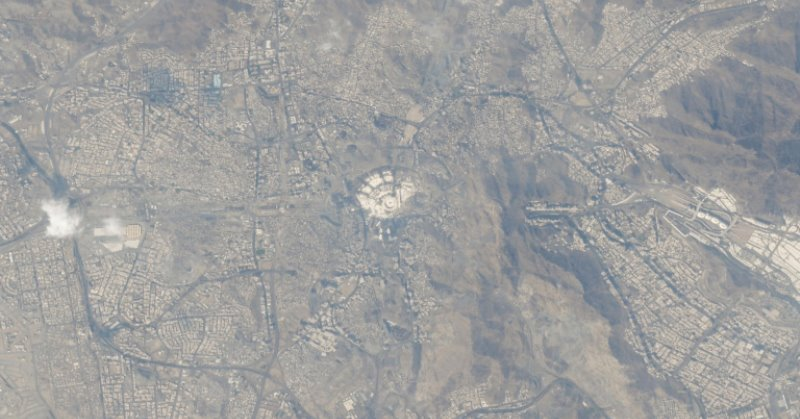 https: img.okeinfo.net content 2019 10 11 56 2115656 astronot-hazza-al-mansouri-abadikan-foto-mekah-dari-luar-angkasa-zCfESjSb82.jpg