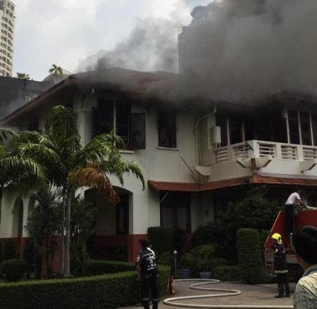 https: img.okeinfo.net content 2019 10 13 337 2116339 wisma-indonesia-di-kbri-bangkok-kebakaran-dpr-minta-kemlu-investigasi-NknE5xNMKZ.jpg