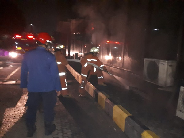 https: img.okeinfo.net content 2019 10 13 338 2116213 kebakaran-di-basement-gedung-pelni-14-mobil-damkar-dikerahkan-XL9QVT9Y8h.jpg