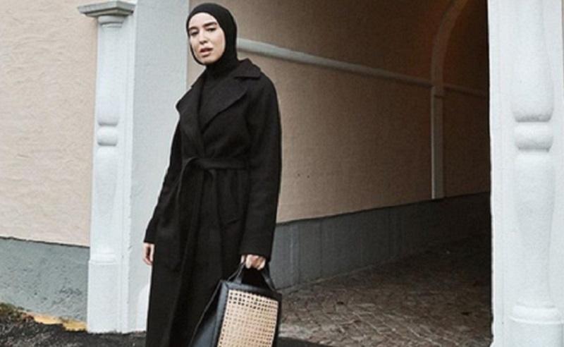 https: img.okeinfo.net content 2019 10 13 617 2116378 4-padu-padan-hijab-oversize-style-yang-bikin-penampilanmu-makin-kekinian-8in5hAfFfA.jpg
