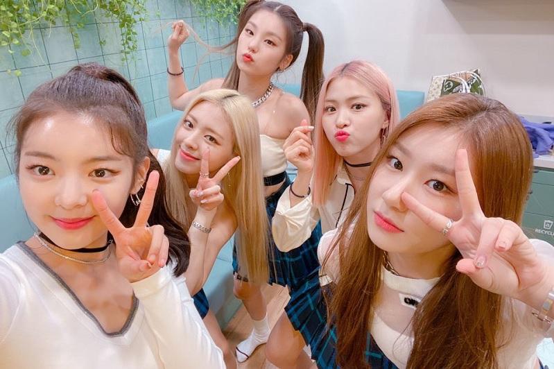 https: img.okeinfo.net content 2019 10 14 205 2116656 lirik-dan-terjemahan-lagu-cherry-dari-itzy-T1GZ44gRT2.jpg