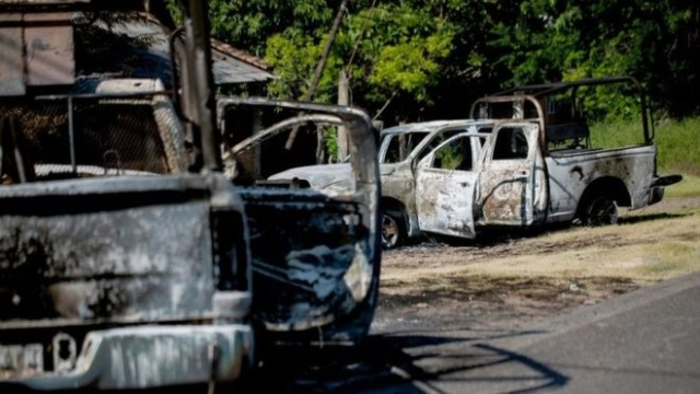https: img.okeinfo.net content 2019 10 15 18 2117155 14-polisi-meksiko-tewas-usai-konvoi-kendaraan-diserang-kelompok-kriminal-TlTATs2v2r.jpg
