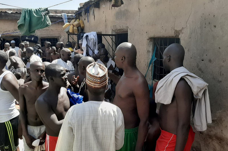 https: img.okeinfo.net content 2019 10 15 18 2117170 polisi-nigeria-bebaskan-puluhan-pria-dari-penyiksaan-berkedok-sekolah-islam-0zU6PmfIXj.jpg