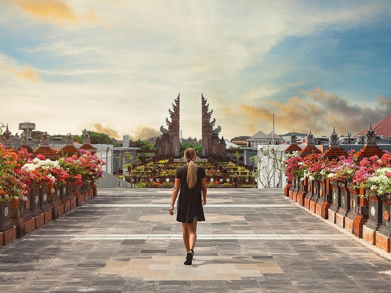 https: img.okeinfo.net content 2019 10 15 406 2116962 indonesia-jadi-destinasi-terfavorit-dunia-versi-conde-nast-traveler-IzCw7QTlky.jpg