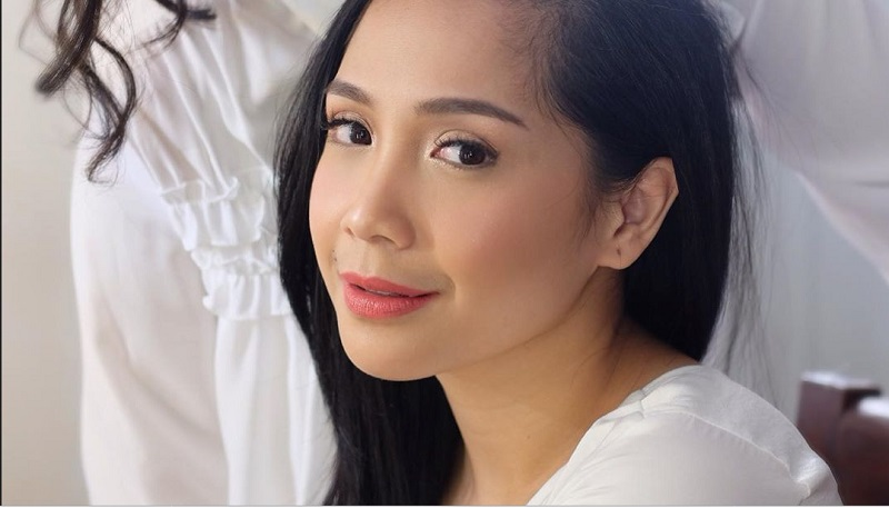 https: img.okeinfo.net content 2019 10 15 611 2117307 makeup-flawless-ala-nagita-slavina-cantiknya-natural-HjTbVAbud5.jpg