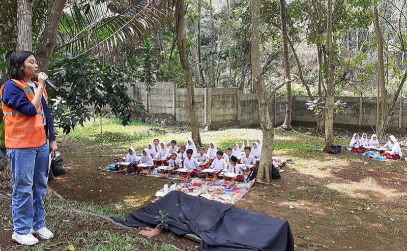 https: img.okeinfo.net content 2019 10 16 196 2117810 pentingnya-mengajarkan-anak-anak-cinta-lingkungan-gSMeEee9TX.jpg