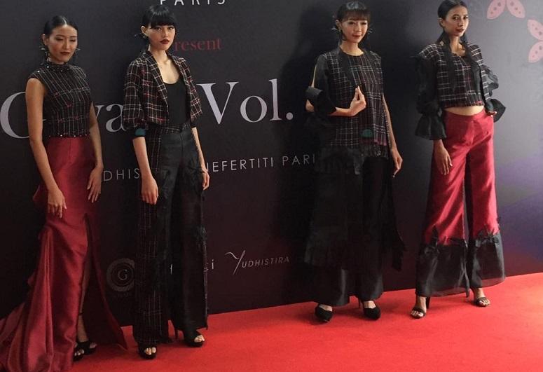 https: img.okeinfo.net content 2019 10 17 194 2118250 desainer-indonesia-bakal-tampilkan-rancangan-mewah-tenun-baduy-di-australia-FJ6CCRBOXn.jpeg