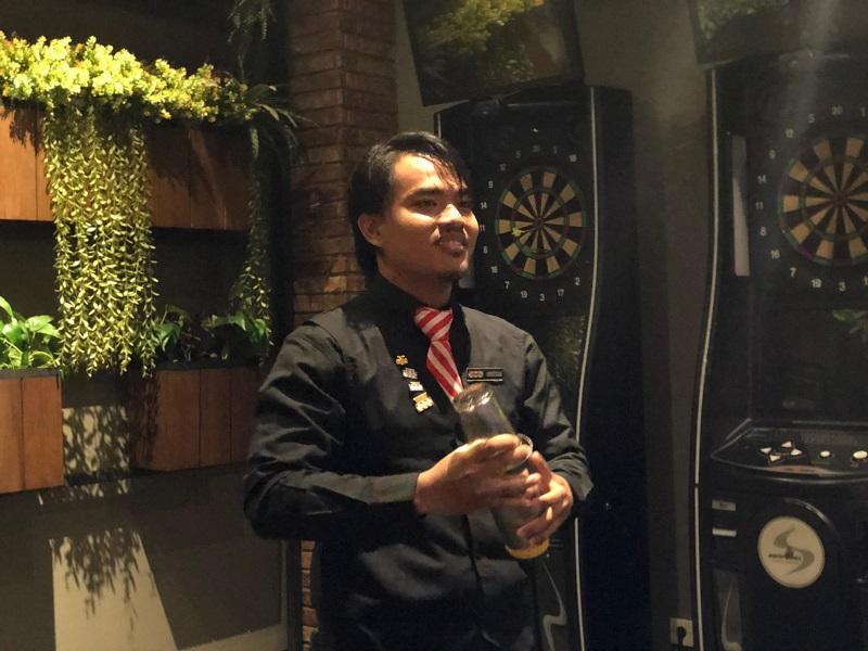 https: img.okeinfo.net content 2019 10 17 298 2118012 suka-duka-gentha-dicibir-jadi-bartender-hingga-wakili-indonesia-di-kompetisi-internasional-SqZ9hMoJpv.jpg