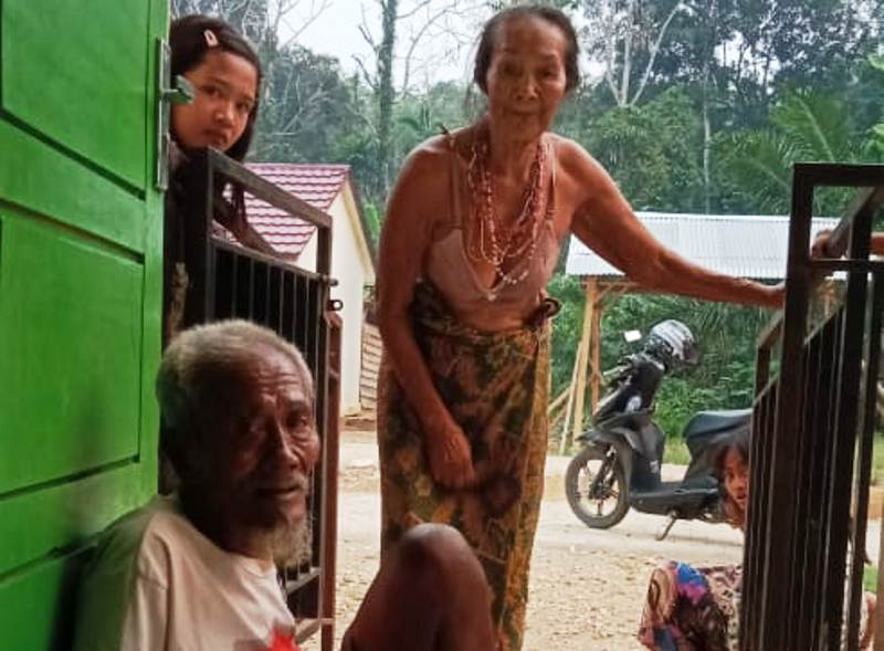 https: img.okeinfo.net content 2019 10 17 340 2118336 warga-suku-anak-dalam-terancam-kelaparan-terpaksa-makan-monyet-buruan-PWrqZEUIdy.jpg