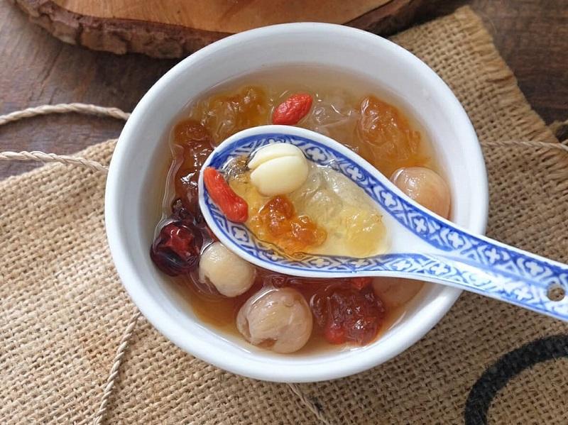 https: img.okeinfo.net content 2019 10 18 298 2118467 hidangan-segar-es-buah-menteng-dan-peach-gum-dessert-ini-resepnya-psUazBXwZj.jpg