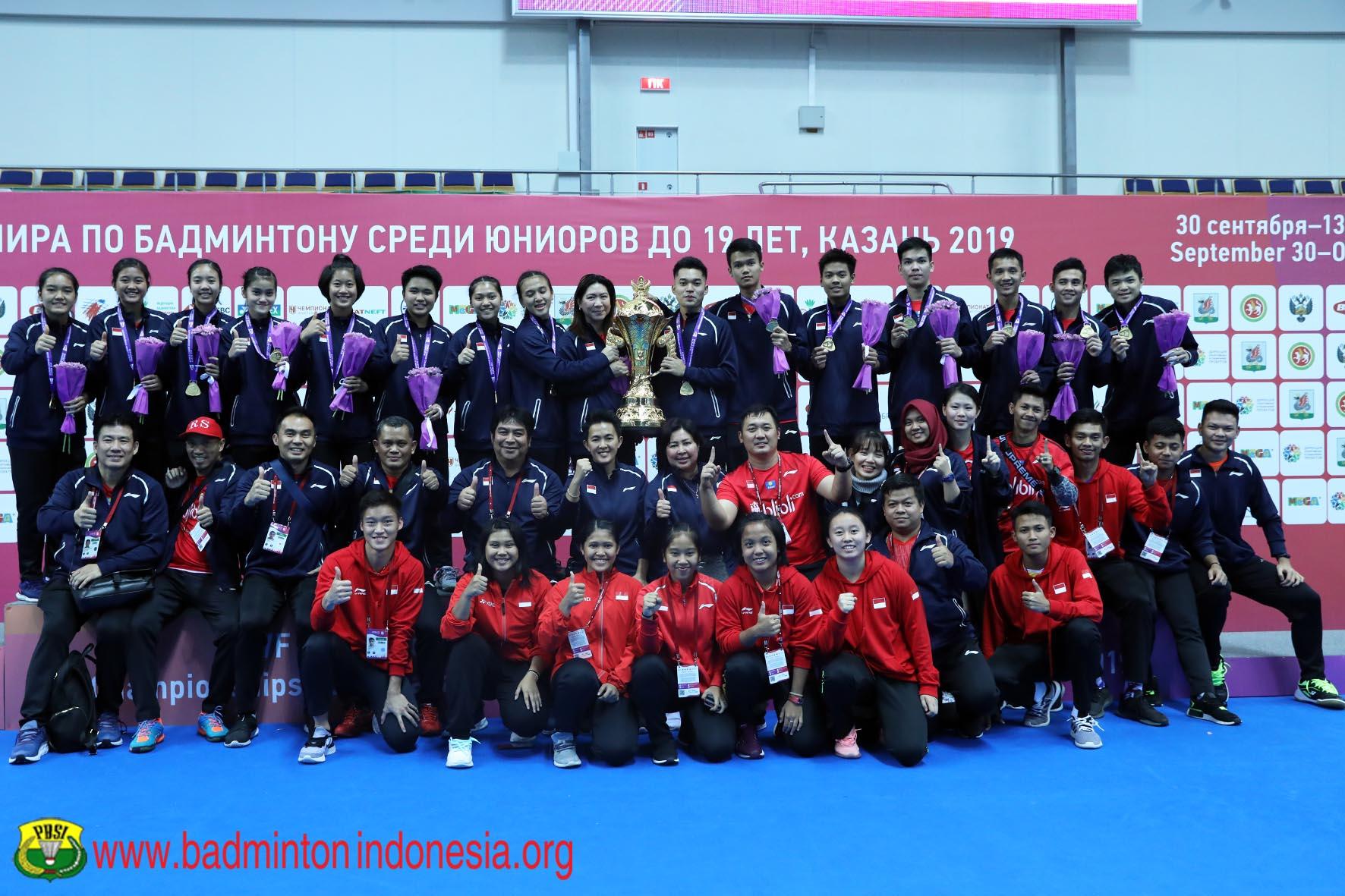 https: img.okeinfo.net content 2019 10 18 40 2118795 bersinar-di-kejuaraan-bulu-tangkis-junior-2019-indonesia-terima-penghargaan-iGfU8tQmZ9.jpg
