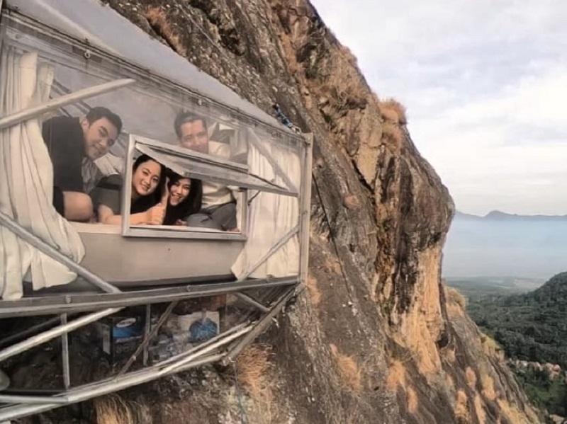 https: img.okeinfo.net content 2019 10 19 406 2119071 hotel-gantung-gunung-parang-purwakarta-jadi-incaran-wisatawan-lokal-dan-mancanegara-5aTIwdJwtb.jpg