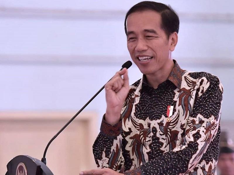 https: img.okeinfo.net content 2019 10 20 194 2119338 intip-gaya-presiden-indonesia-saat-pakai-batik-mulai-dari-soekarno-hingga-jokowi-ku8rzBu8V4.jpg