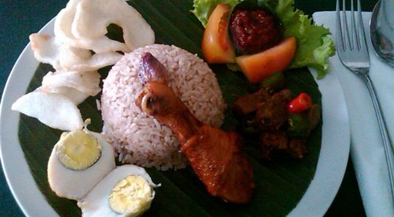 https: img.okeinfo.net content 2019 10 20 298 2119232 4-makanan-favorit-para-sultan-yogyakarta-yang-wajib-dicoba-5OBw4PyBCp.jpg