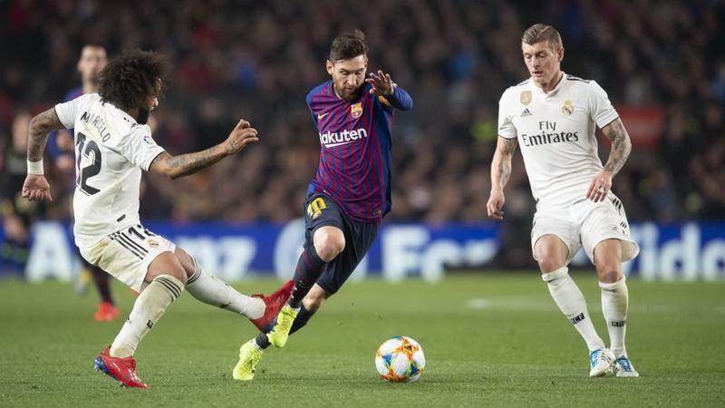 https: img.okeinfo.net content 2019 10 21 46 2119673 laga-barcelona-vs-madrid-ditunda-lenglet-bahagia-ddeqWcRKbO.jpg