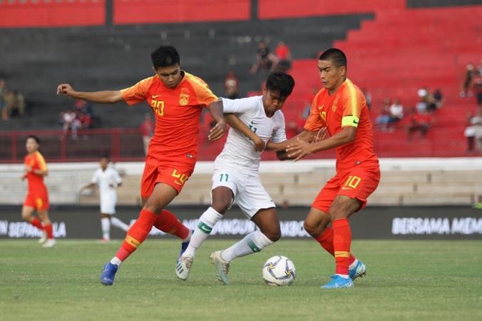 https: img.okeinfo.net content 2019 10 21 51 2119778 kalah-1-3-dari-china-pelatih-timnas-indonesia-u-19-ambil-sisi-positif-6wu2OOaoZc.jpg