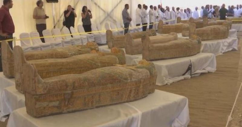 https: img.okeinfo.net content 2019 10 21 56 2119784 ditemukan-30-peti-mati-kuno-berisi-mumi-di-mesir-vPv54hDLJQ.jpg