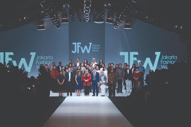 https: img.okeinfo.net content 2019 10 22 194 2120298 resmi-digelar-jfw-2020-bakal-diramaikan-ratusan-desainer-dan-tren-fashion-mancanegara-88F1Fk2Dqj.jpg