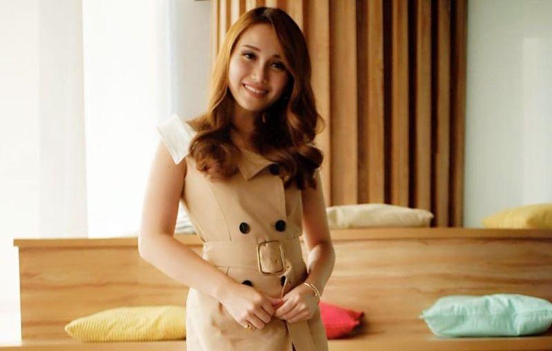 https: img.okeinfo.net content 2019 10 22 194 2120453 ayu-ting-ting-pamer-photoshoot-seksi-netizen-mirip-j-lo-waktu-muda-nWlTRKawBp.jpg