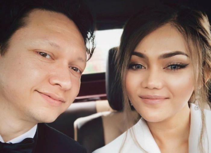 https: img.okeinfo.net content 2019 10 24 33 2121052 akhirnya-rina-nose-pamer-foto-pernikahan-Jonhl0jGvu.jpg