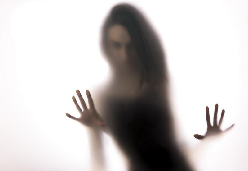 https: img.okeinfo.net content 2019 10 24 612 2121197 mengenal-spectrophillia-aktivitas-seks-dengan-hantu-mMkbdcVHY0.jpg