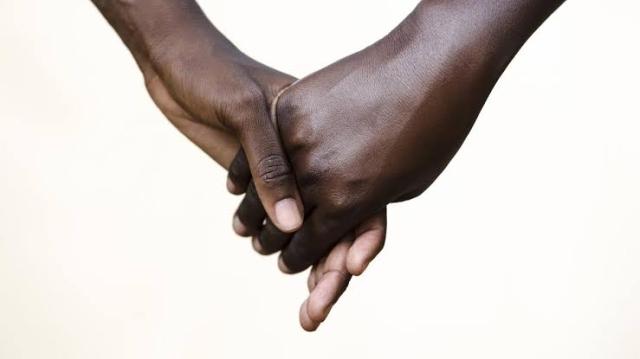https: img.okeinfo.net content 2019 10 25 18 2121781 klub-rahasia-lelaki-gay-di-kamerun-wETZLcN571.jpg