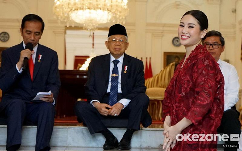 https: img.okeinfo.net content 2019 10 25 337 2121909 presiden-jokowi-angela-tanoesoedibjo-jago-promosi-dan-berpengalaman-JqQelngzHi.jpg