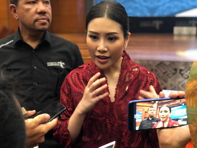 https: img.okeinfo.net content 2019 10 25 406 2121840 angela-tanoesoedibjo-pariwisata-dan-ekonomi-kreatif-bisa-jadi-kesatuan-dan-daya-tarik-indonesia-pDAajSNYS5.jpg