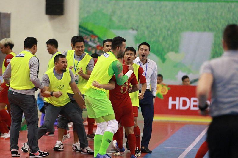 https: img.okeinfo.net content 2019 10 25 51 2121783 gol-firman-adriansyah-bawa-timnas-futsal-indonesia-ungguli-myanmar-U63yubQIBY.jpg