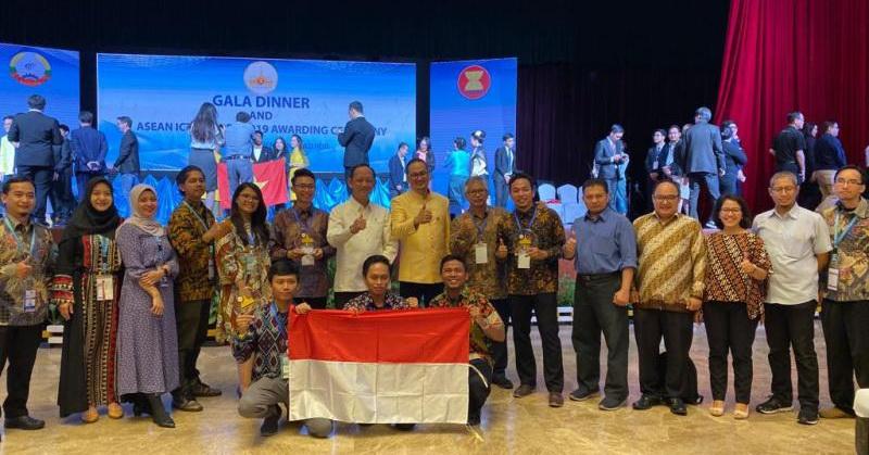 https: img.okeinfo.net content 2019 10 26 207 2122013 raih-2-medali-emas-dan-1-perunggu-indonesia-jadi-juara-umum-aicta-2019-L8e329XcGD.jpg