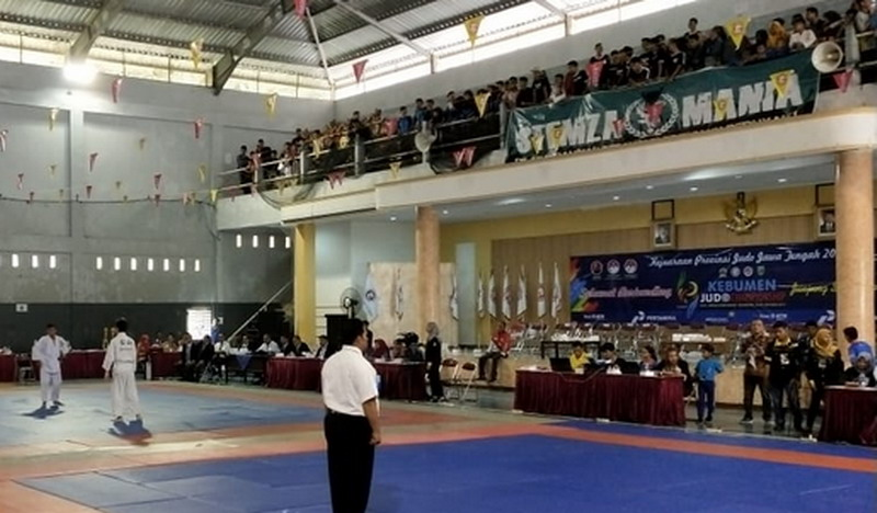 https: img.okeinfo.net content 2019 10 26 43 2122107 gelar-kejuaraan-judo-pemkab-kebumen-jaring-atlet-berbakat-dari-daerah-N2s1WhtCkH.jpg