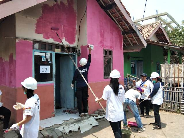 https: img.okeinfo.net content 2019 10 27 337 2122285 mnc-peduli-dukung-habitat-for-humanity-indonesia-dalam-kegiatan-28uild-GxS0MW2DUg.jpg