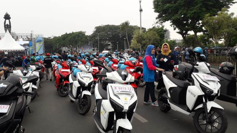 https: img.okeinfo.net content 2019 10 27 338 2122374 lewat-karnaval-jakarta-langit-biru-masyarakat-diharapkan-beralih-ke-mobil-listrik-hEyMYj0aQg.jpg