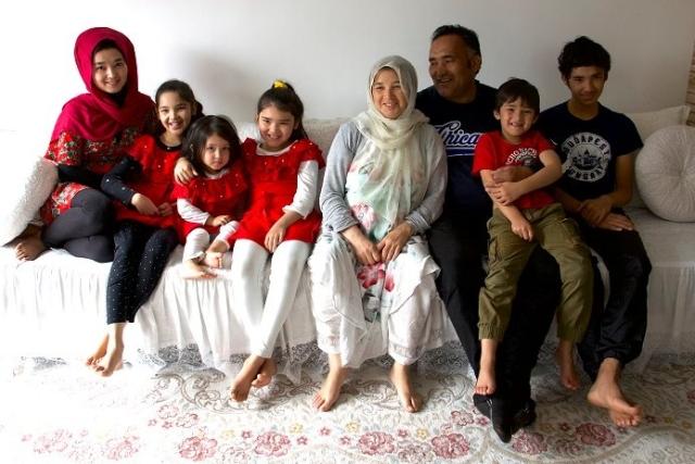 https: img.okeinfo.net content 2019 10 29 18 2123190 cerita-keluarga-afghanistan-bersembunyi-di-dalam-truk-demi-diselundupkan-masuk-ke-eropa-b5Q2uQ81Bl.jpg