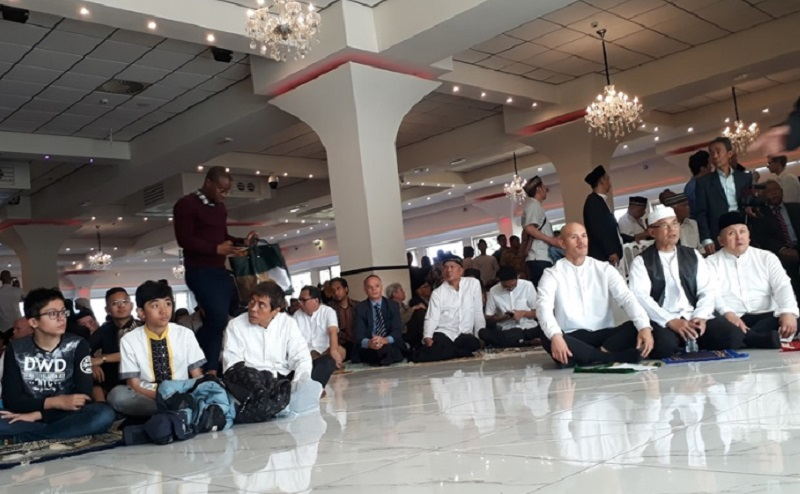 https: img.okeinfo.net content 2019 10 29 614 2123293 subhanallah-masjid-di-belanda-lestarikan-tahlilan-EoXiOUOPrV.jpg