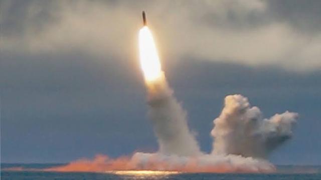 https: img.okeinfo.net content 2019 10 30 18 2123800 kapal-selam-tenaga-nuklir-rusia-luncurkan-rudal-antarbenua-v7orFW6AAO.jpg